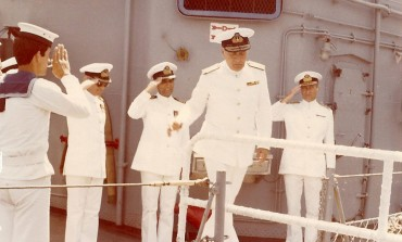 Ο τότε Αντιπλοίαρχος Α. Λιονάκης Π.Ν παραλαμβάνει καθήκοντα Κυβερνήτου του Α/Τ Κουντουριώτης Ναυαρχίδας του Στόλου, από τον τότε Αντιπλοίαρχο Χ. Λυμπέρη Π.Ν.