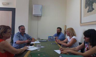 Τα αδέσποτα και η 5μελής του Δήμου Πλατανιά με την Πρόεδρο της Π.Φ.Π.Ο.